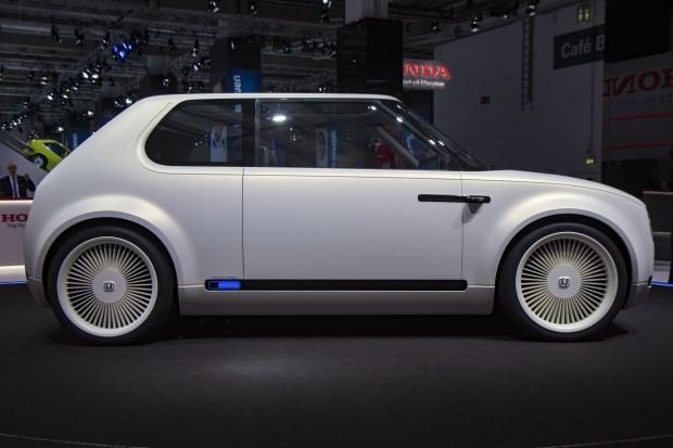 White Honda Urban EV